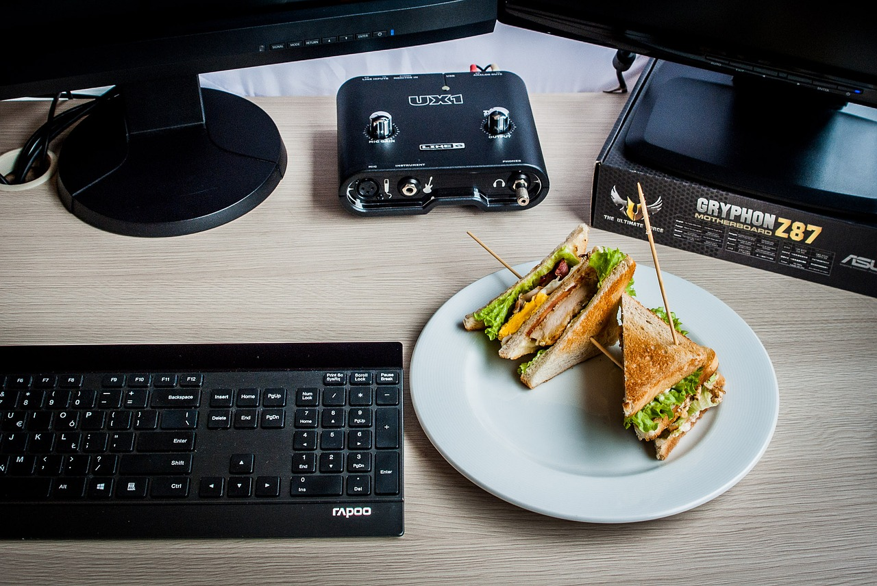 sandvis la birou